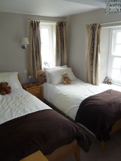 twin bedroom at flag cottage